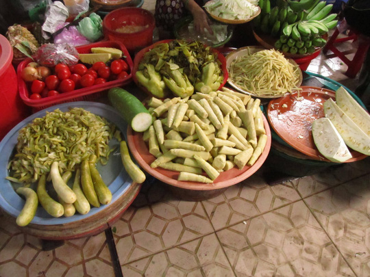 Người tiêu dùng loại các món măng, cải chua ra khỏi thực đơn khiến các mặt hàng này ế ẩm