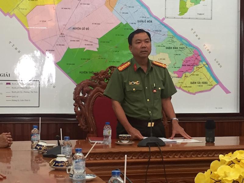 Đại tá Trần Ngọc Hạnh chủ trì buổi họp báo