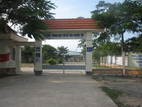 Trường THCS Tân Phước Tây, nơi xảy ra sự việc công an mời em Khánh về làm việc rồi đánh