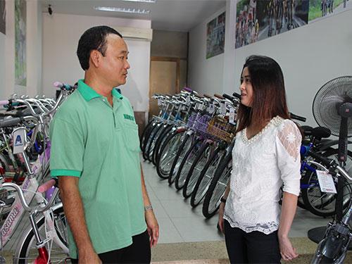"""Bên cạnh thưởng Tết, Công ty TNHH Thời trang và Xe đạp Martin 107 (quận 3, TP HCM), tặng 30 """"Phần thưởng vàng"""" cho nhân viên xuất sắc"""