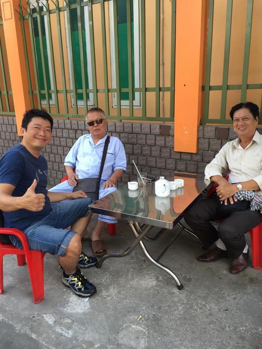 Đạo diễn Châu Huế (kính đen) và diễn viên Kinh Quốc, Mai Huỳnh