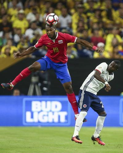 Colombia (áo trắng) thất thế hoàn toàn trước Costa Rica