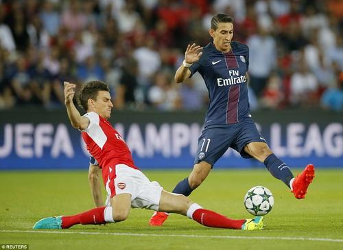 Di Maria cũng vô duyên không kém đồng đội Cavani trước cầu môn Arsenal