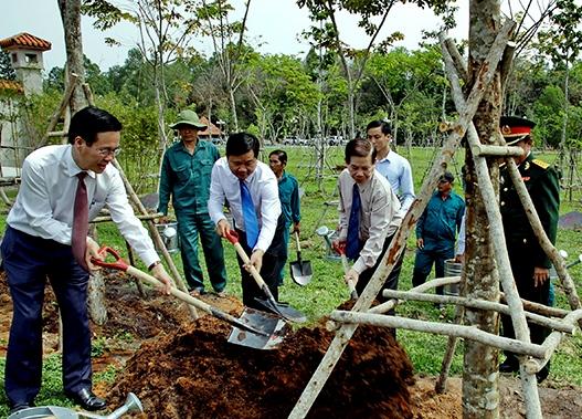 Lãnh đạo Trung ương và TPHCM trồng cây lưu niệm tại Khu Di tích lịch sử Địa đạo Củ Chi
