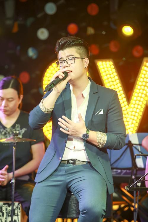 Đinh Mạnh Ninh được đánh giá cao cả trên vai trò ca sĩ lẫn nhạc sĩ