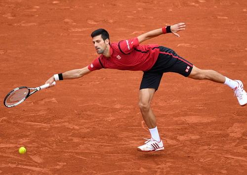 Novak Djokovic tiến sát danh hiệu ở Roland Garros