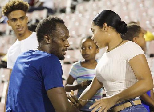 Kasi Bennett động viên Bolt trước mỗi lần ra sân thi đấu