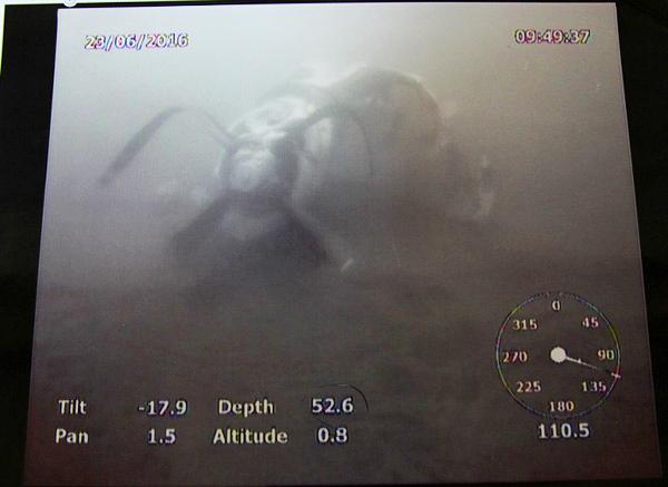 Động cơ cánh quạt máy bay CASA-212 chụp dưới biển - Nguồn: Bộ Quốc phòng