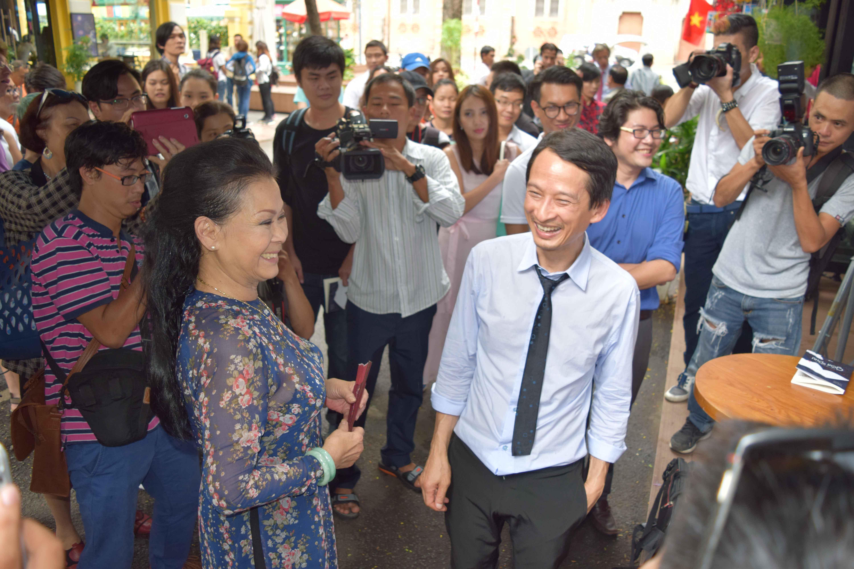 Cuộc hội ngộ bất ngờ của đạo diễn Trần Anh Hùng và danh ca Khánh Ly