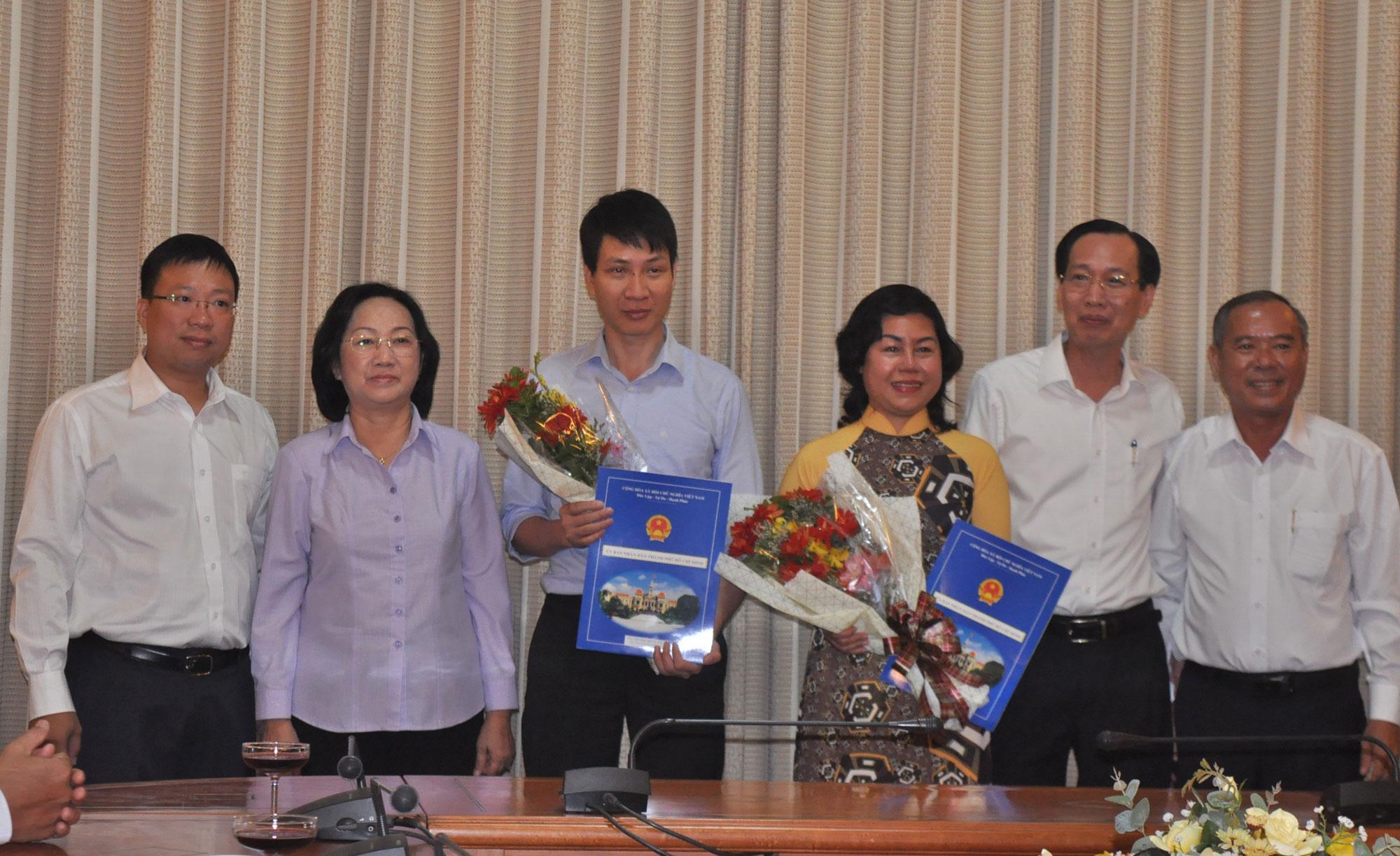 Lãnh đạo UBND TP và HĐND TP chúc mừng ông Trương Trung Kiên và bà Trần Hải Yến nhận nhiệm vụ mới