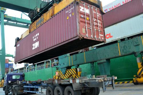 Ngành logistics Việt Nam phần lớn cung cấp dịch vụ cấp thấp Ảnh: Tấn Thạnh