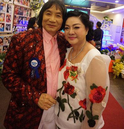 """NSƯT Minh Vương và vợ trong ngày sinh nhật """"40 tuổi"""" Ảnh: THANH HIỆP"""