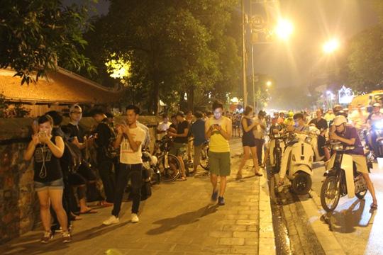 Chỉ sau vài ngày, trò chơi Pokemon Go đã tạo thành một cơn sốt ở Hà Nội