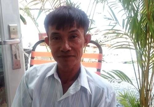 Ông Bỉ sau khi rời trụ sở Công an huyện Bình Chánh vui mừng vì mình đã được minh oan.