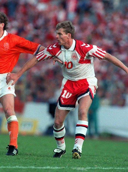 Lars Elstrup trong màu áo Đan Mạch năm 1992