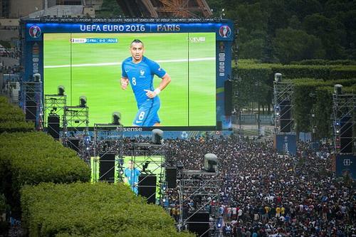 Dimitri Payet đi vào lòng khán giả Pháp với tư cách người hùng