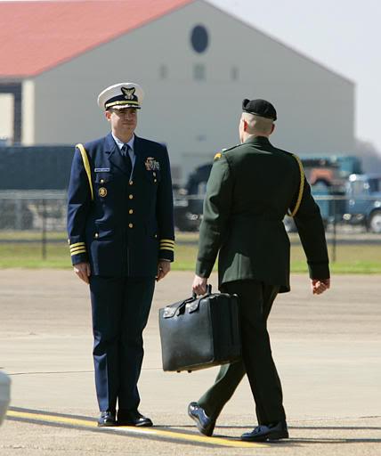 Chiếc cặp đen bí ẩn của tổng thống Mỹ