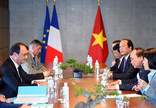 Thủ tướng Nguyễn Xuân Phúc hội kiến với Tổng thống Pháp Francois Hollande
