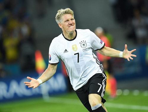 Khoảnh khắc tỏa sáng duy nhất của Schweinsteiger tại Euro 2016