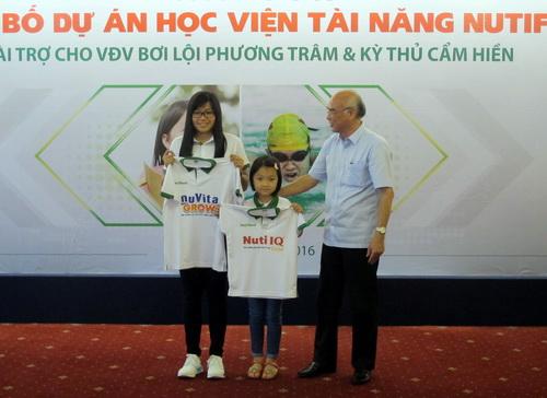 Lãnh đạo ngành thể thao TP HCM động viên hai tài năng trẻ