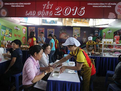 Công nhân tham gia các hoạt động trong Tết Lao động