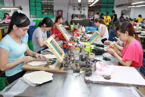 Công ty TNHH Giày da Vĩnh Phong là một trong những đơn vị thường xuyên tuyển dụng công nhân mất việc làm tại các doanh nghiệp phá sản