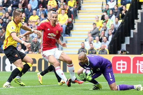 Thủ môn Gomez và hàng thủ Watford có trận cầu tuyệt hay trước M.U