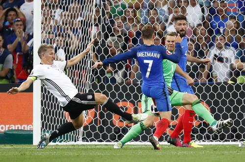 Griezmann trừng phạt sai lầm của hàng thủ Đức ở bán kết
