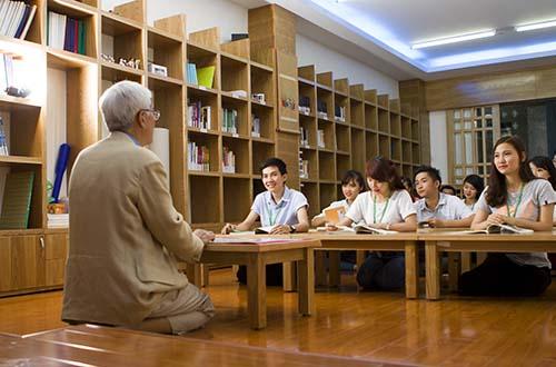 Sinh viên Trường ĐH Văn Hiến trong giờ học ngành Hàn Quốc học