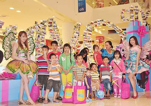 Hoa hậu Đặng Thu Thảo cùng SC VivoCity trao yêu thương đến trẻ em khiếm khuyết