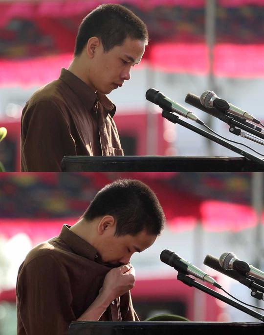 Giọt nước mắt muộn màng của Vũ Văn Tiến - Ảnh: Hoàng Triều