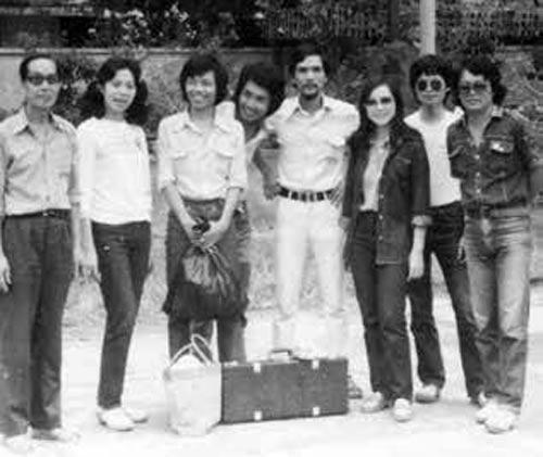Đoàn Ca múa Nhạc nhẹ trung ương trong chuyến lưu diễn năm 1983. (Ảnh tư liệu của tác giả)
