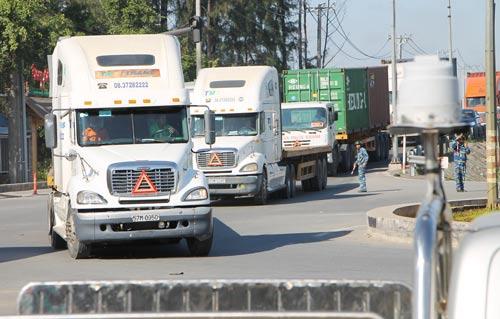 Nút giao Mỹ Thủy thường xuyên ùn tắc vì quá tải phương tiện