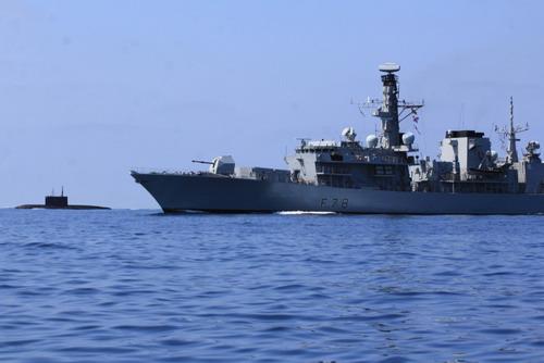 Khu trục hạm HMS Kent giám sát tàu ngầm Nga ở hải phận Anh