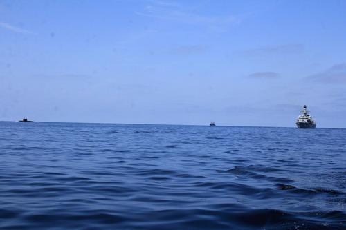Tàu ngầm Stary Oskol có tàu Nga hộ tống