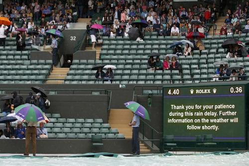 Các trận đấu tuần đầu tiên liên tục bị hoãn hoặc hủy lịch vì mưa