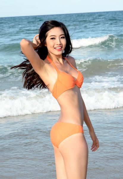 Ninh Hoàng Ngân giành giải thưởng phụ Người đẹp biển tại cuộc thi Hoa hậu Việt Nam 2012