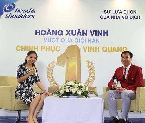 """Hành trình trở thành nhà vô địch của anh Hoàng Xuân Vinh đã """"chạm"""" trái tim người nghe"""