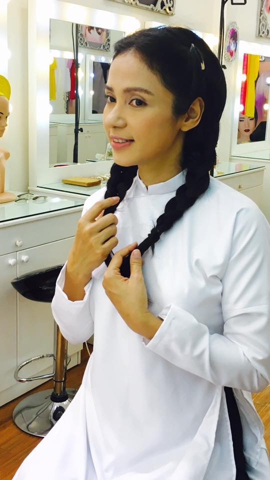 Việt Trinh qua bàn tay của nghệ nhân Hồ Khanh đã tái hiện nhân vật Bạch Cúc thời nữ sinh