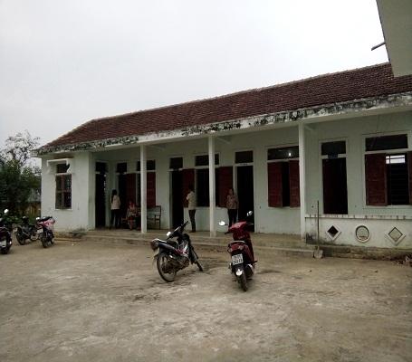 Các bệnh nhân đang được cấp cứu tại Trạm Y tế xã Phúc Trạch