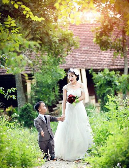 Vợ chồng anh Cường trong ảnh cưới. Ảnh: Huế Chung.