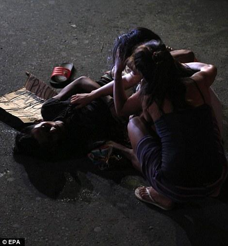 Người nhà của những nạn nhân trong các vụ thanh trừ vô cùng đau buồn Ảnh: EPA