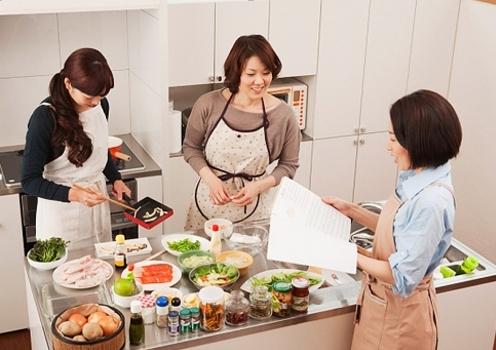 Những người phụ nữ biết hưởng thụ luôn là những người giữ lửa tốt nhất cho gia đình. Ảnh minh họa