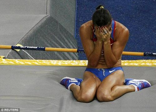 Isinbayeva thất vọng với án phạt của IAAF và IOC khiến cô mất cơ hội tranh tài ở Olympic