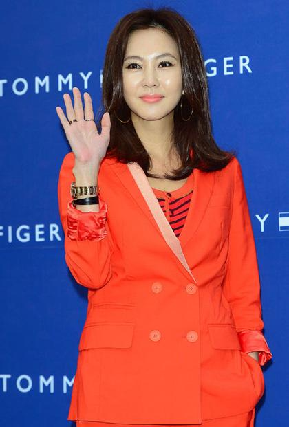 Kim Nam Joo vẫn tạo được sức hút cho riêng mình dù đã bước sang tuổi 45