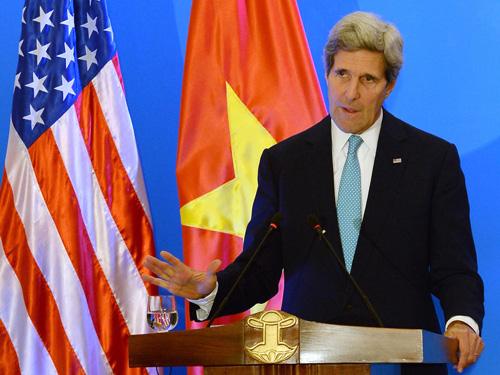 Ngoại trưởng John Kerry trong chuyến thăm Việt Nam vào tháng 8-2015