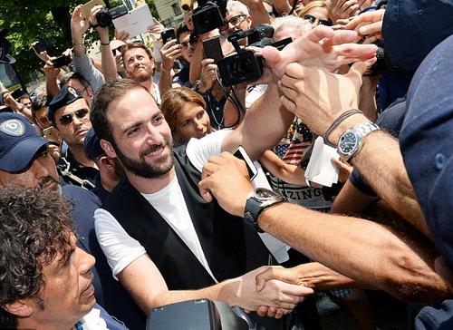 Higuain được các CĐV thành Turin chào đón nồng nhiệt