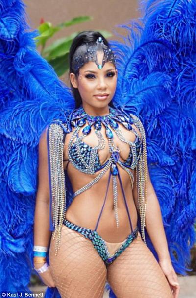 Kasi Bennett là vũ công nổi tiếng tại các lễ hội carnival