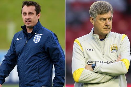 Gary Neville (trái) và Brian Kidd sẽ làm trợ lý cho Mourinho?