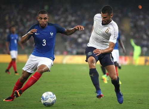 Layvin Kurzawa (trái) ấn định chiến thắng 3-1 cho Pháp